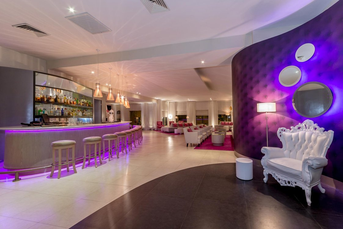 Lobby bar hotel nyx cancun